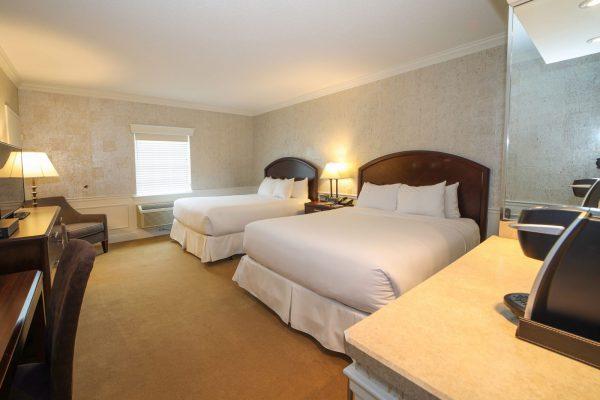 Luxury-Queen-Room-228-(1)