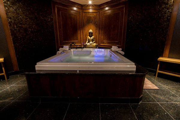 Grand Spa Suite Jacuzzi